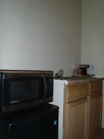 Grand Motel: Kitchenette inside family room
