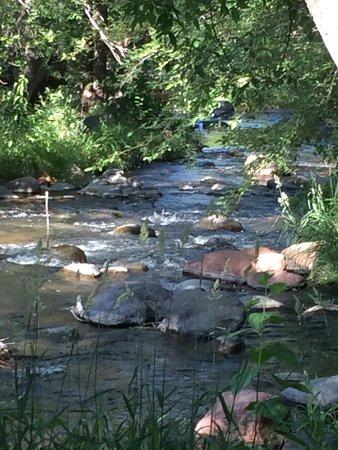 L'Auberge de Sedona: creek by patio dining area