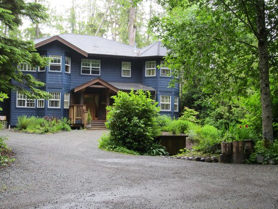 Harvey House B&B: All the B&B suites are on the top floor in this quiet, forested enclave