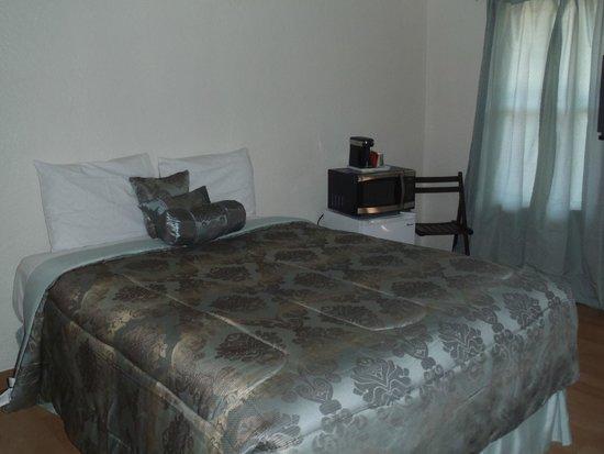 Grand Motel: Queen Room
