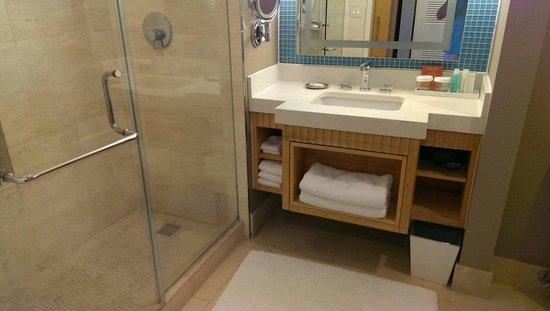 Loews Miami Beach Hotel: Spotless bathroom