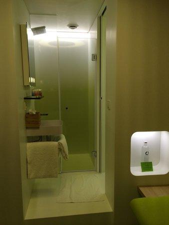 Hotel Odyssey by Elegancia: Bathroom.