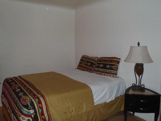 Grand Motel: Family room