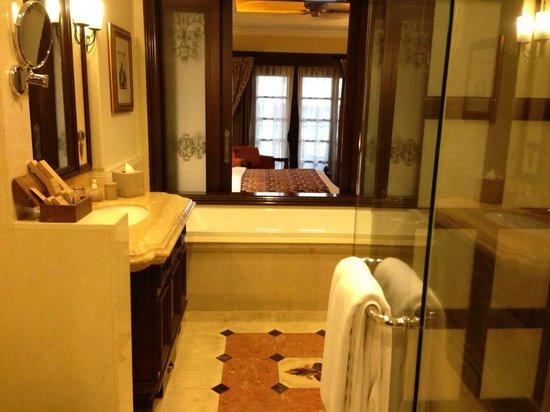 Casa del Rio Melaka : Spacious bathroom
