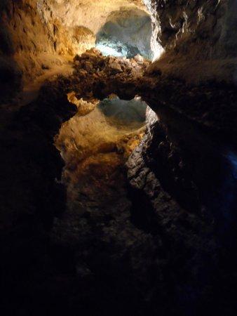 Cueva de los Verdes: Amazing deep caves and formations