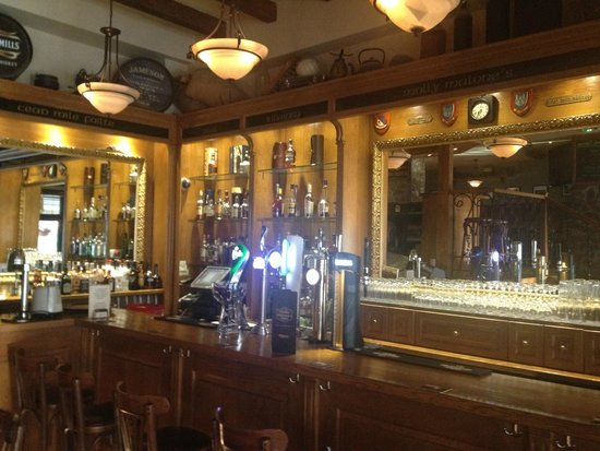 Molly Malone's: Inside