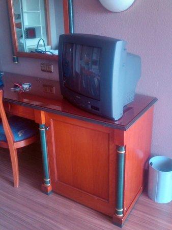 Hotel Beatriz Toledo Auditorium & Spa: Estos televisores ya no se ven ni en los hostales