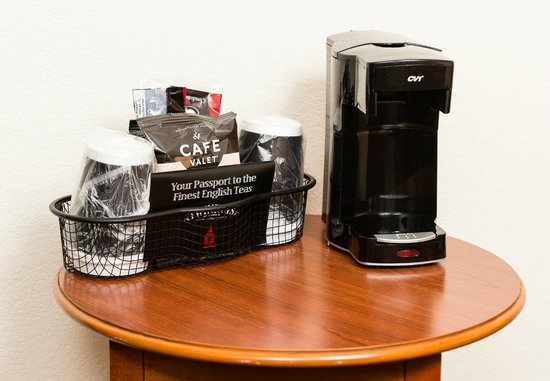 Holiday Inn Wilmington: In Room Coffee