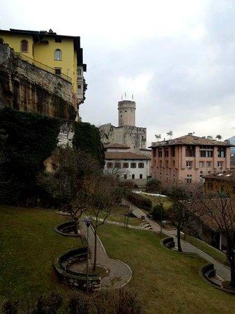 Albermonaco: Вид с балкона в сторону замка