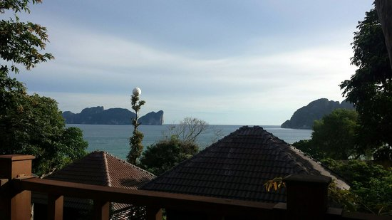 Phi Phi The Beach Resort: My bungalow was one of the closer ones to the beach