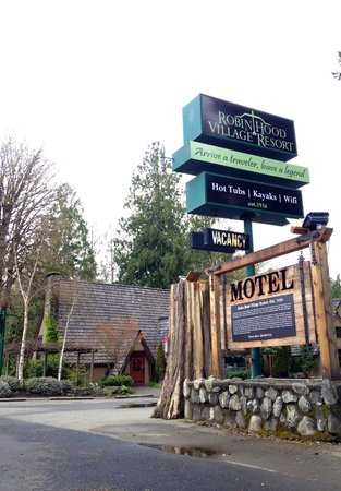 Robin Hood Village Resort : Road Sign with restaurant and pub in back