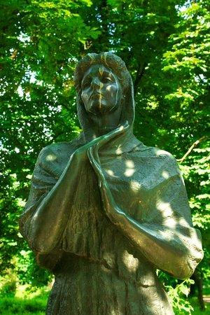 Maria Zankovetska Monument