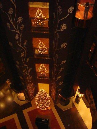 Hotel Plaza: Zona ascensores