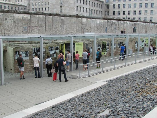 Topographie des Terrors : Topography of Terror - The outside display
