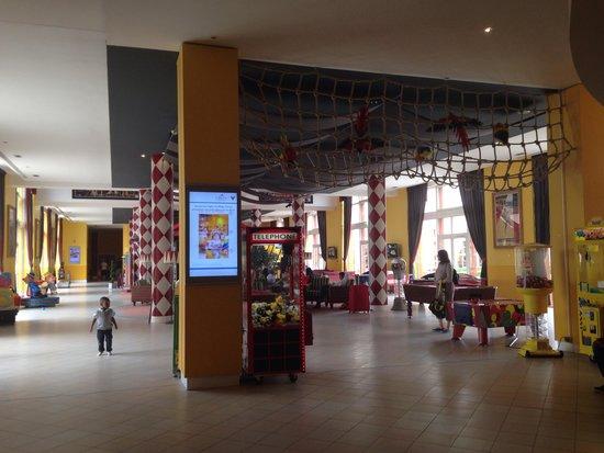 Vienna House Magic Circus Paris: Le hall d'entrée