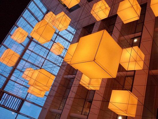 Hotel Lumen: Prachtig steeds van kleur veranderd licht...