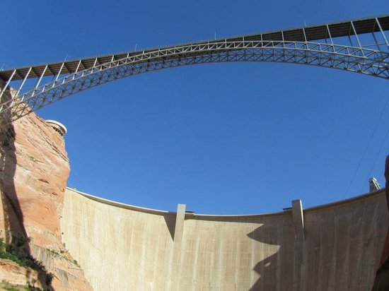 Glen Canyon Dam : View of the bridge and Dam