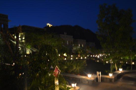 Ramada Udaipur Resort and Spa : Ramada at night