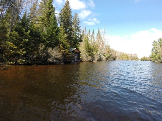 Algonquin's Hemlock Point : Old boat house, visible after 5 minutes of canoeing