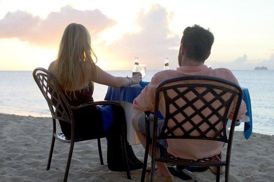 Sand Castle on the Beach: Dine right on the Beach!  How Romantic!