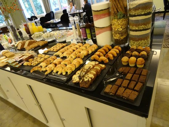 NH Buenos Aires Crillon: Café da manhã de chef perfeitas medialunas