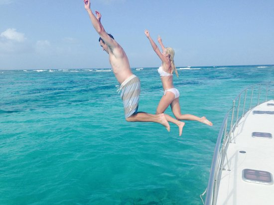 Private Yacht Charter SXM - Day Trips : Jumping of the boat into the water