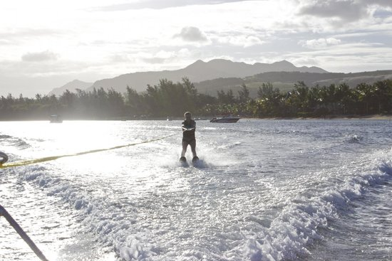 Heritage Awali Golf & Spa Resort : water ski