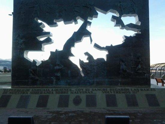 Plaza Malvinas : hermoso monumento
