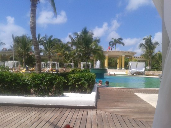 Iberostar Grand Hotel Paraiso: lovely pool - one of two .one noisy and one quiet - ideal