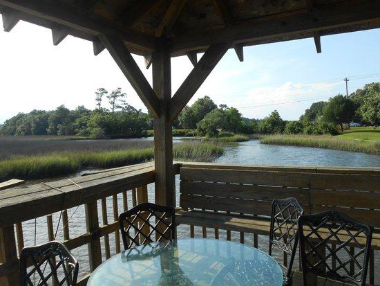 Creekside Lands Inn : view from the pier.
