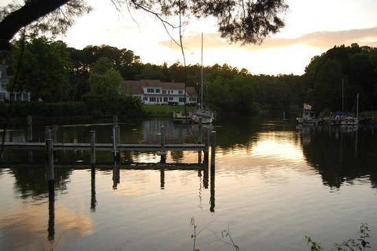 Bay Cottage Bed & Breakfast: Sunset glow