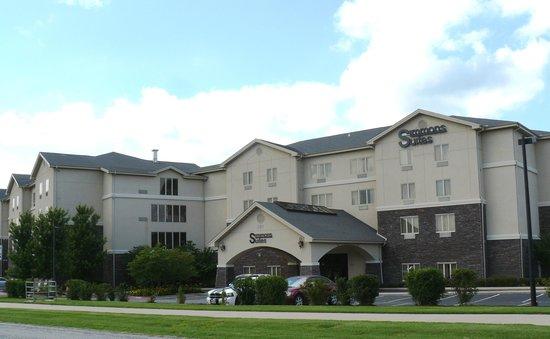 سيمونز سويتس: Simmons Suite Hotel