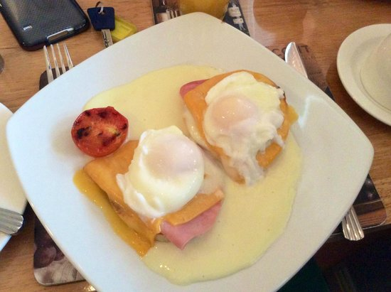 Avlon House Bed and Breakfast: Eggs Benedict
