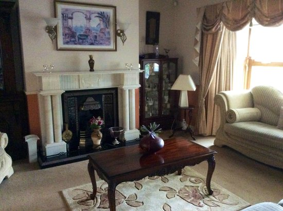 Avlon House Bed and Breakfast: Lounge area