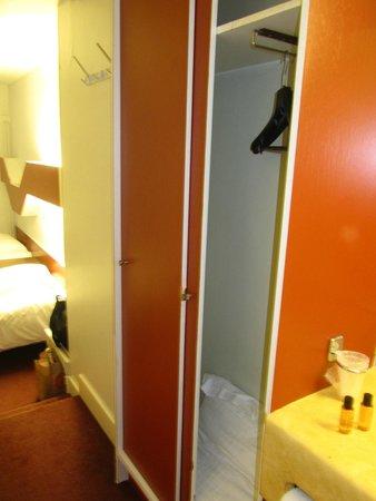 Van Belle Hotel : Шкаф в коридоре