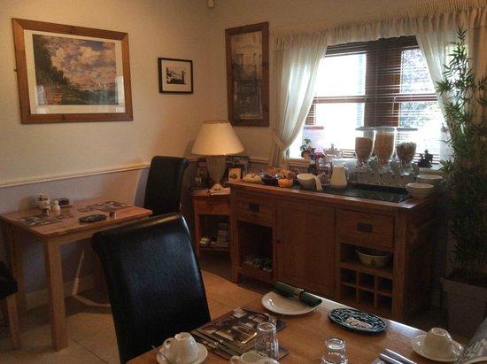 Avlon House Bed and Breakfast: Breakfast room
