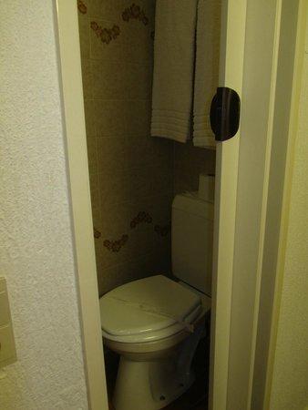 Van Belle Hotel : Туалет