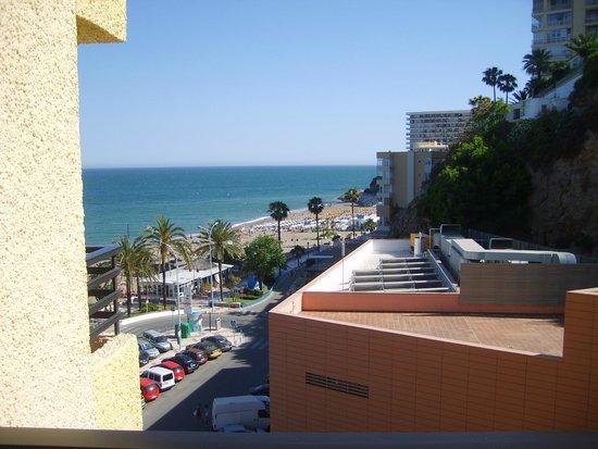 Melia Costa del Sol: side sea view.Not great but plenty of sun.