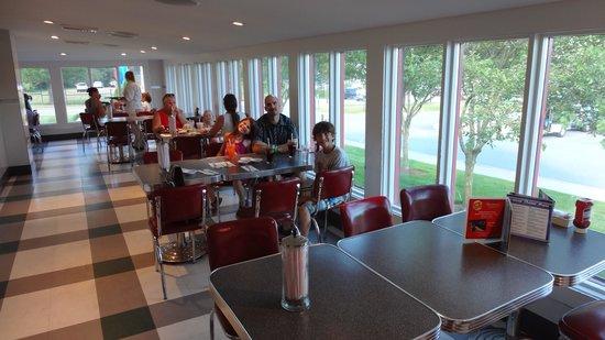 "Six Flags Great Escape Lodge & Indoor Waterpark : Restaurant ""Jhonny-Rocket"""