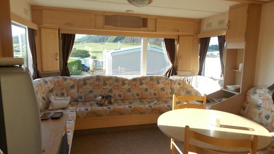 Clarach Bay Holiday Village: dining and lounge area