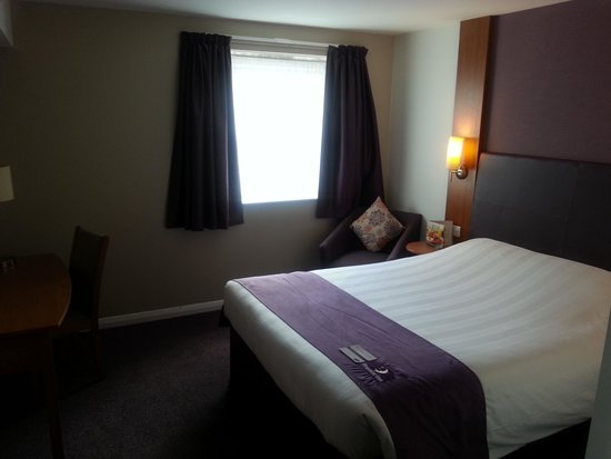 Premier Inn High Wycombe Central Hotel: Room