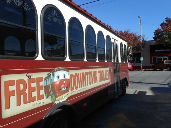 Lynina Inn: Free Trolley ride around town