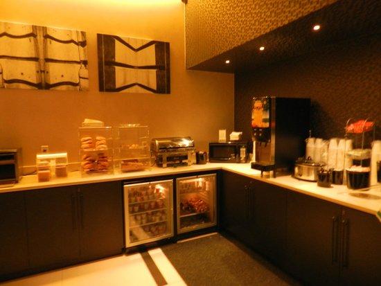 La Quinta Inn & Suites Manhattan: DESAYUNO