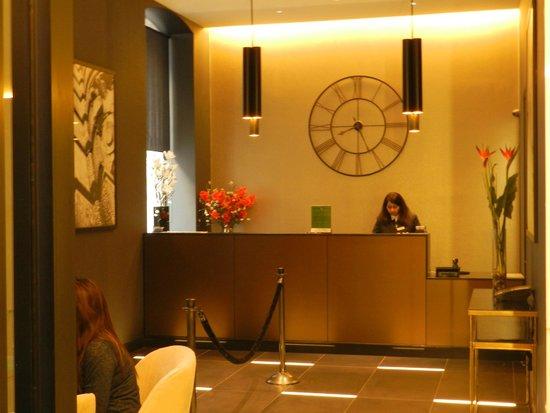 La Quinta Inn & Suites Manhattan: FRONT DESK