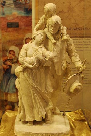 Miscouche, Kanada: Lovely statue of an Arcadian family