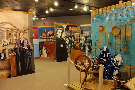 Miscouche, Kanada: Colorful displays and history boards