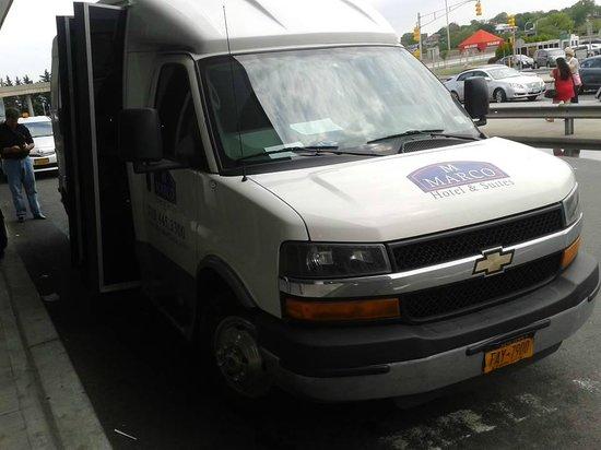 Marco LaGuardia Hotel by Lexington: Minibus para el transfer del aeropuerto