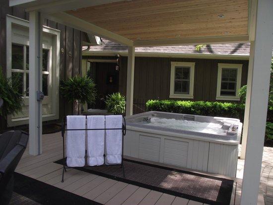 Historic Davy House B&B Inn: Outdoor Hot Tub...open 24/7