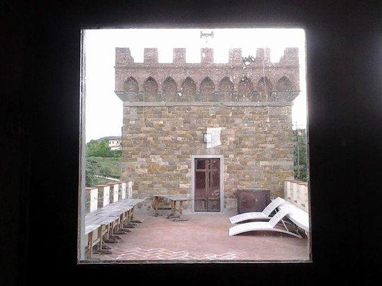 Castello di Montalbano : Solarium tra i merletti...