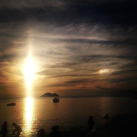 Azedinha Beach : Ao visitarmos as Praias Azeda e Azedinha, presenciamos um fenômeno raro, chamado